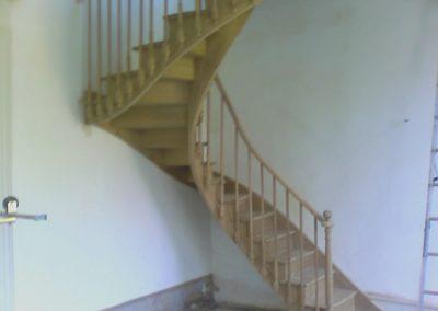 photo escalier débillardé en chêne. Balustre bois à l'anglaise