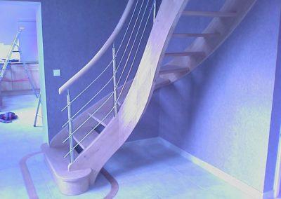 escalier frêne avec contre marche et balustre bois
