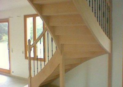 photo escalier frêne 1/4 tournant avec balustre métallique