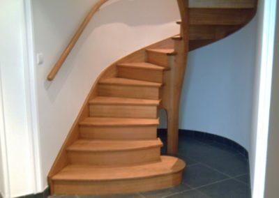 photo escalier débillardé chêne à noyau évidé