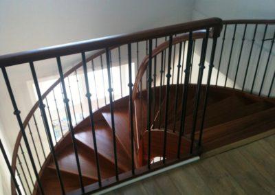 Photo escalier chêne à la française, contre marche, balustre métallique