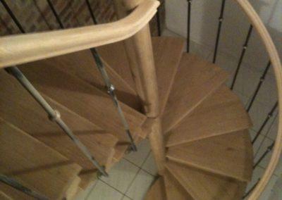 Photo escalier hélicoïdal avec poteau central et balustre métallique