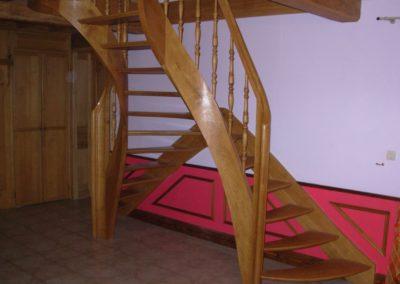 Photo escalier chêne à double entrée sans contre marche et balustre tournée bois