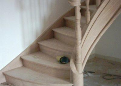 Photo escalier chêne avec contre marche, volute de départ et balustre bois