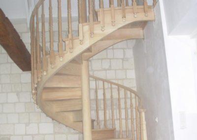 Photo escalier hélicoïdal en chêne avec contre marche et balustre bois à l'anglaise