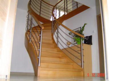 Photo escalier courbe en chêne avec inox et main courante bois
