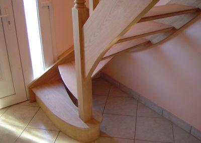 photo escalier chêne sans contre marche 1/4 tournant. Balustre bois