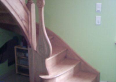 photo escalier chêne avec volute de départ, marche royale et balustre bois