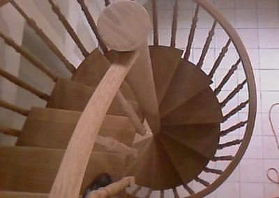 photo escalier hélicoïdal en chêne avec balustre à l'anglaise