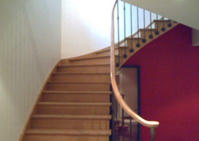 photo escalier chêne débillardé à l'anglaise avec contre marche et 3 marches royales de départ