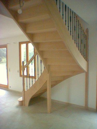 Photo escalier 1/4 tournant en frêne.Balustre métallique