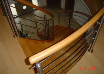 photo escalier débillardé en chêne avec inox et main courante bois ronde