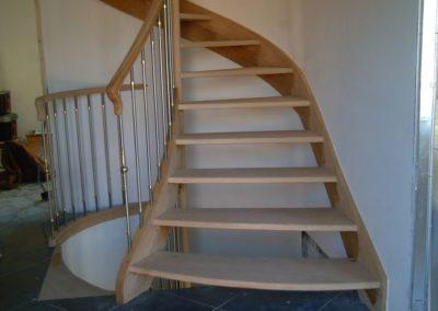 photo escalier départ évasé avec inox et sans contre marche