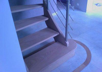 photo escalier frêne sans contre marche garde corps en inox et main courante ronde