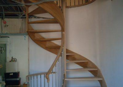 photo escalier sans contre marche garde corps inox et départ évasé