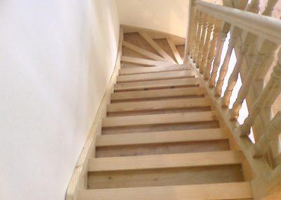 photo escalier frêne avec contre marche et balustre bois tournée