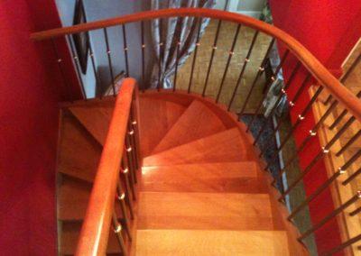 photo escalier hélicoïdal bois chêne balustre métallique