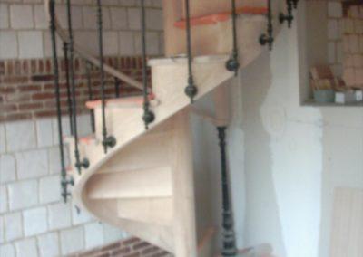photo escalier hélicoïdal avec contre marche. Balustre à l'anglaise
