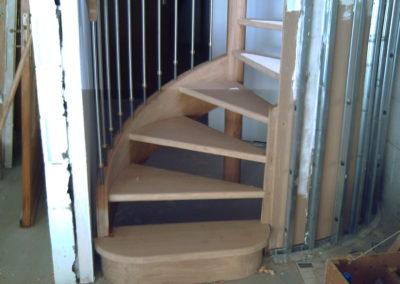 photo escalier hêtre sans contre marche avec inox et marche de départ