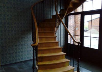 Escalier courbe sur 2 étages
